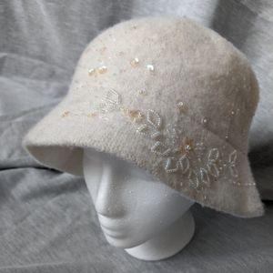 Nine & Co women's fashion hat ivory w/ sequins
